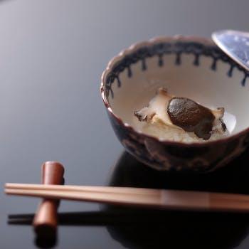 【心を込めたおもてなし】使用食材はその日一番の旬菜で…「出汁」から始まる日本料理の美しさが宿る全10品