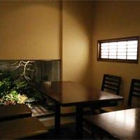 青山のはずれ、旧鎌倉街道「勢揃坂」にひっそりと佇むお蕎麦屋