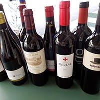 お料理に合うスペインワインにもこだわっています