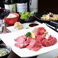 焼肉協定認定の肉師が目利きする黒毛和牛・土佐赤牛をご堪能ください
