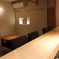 こぢんまりとした大人の隠れ家で味わう江戸前寿司