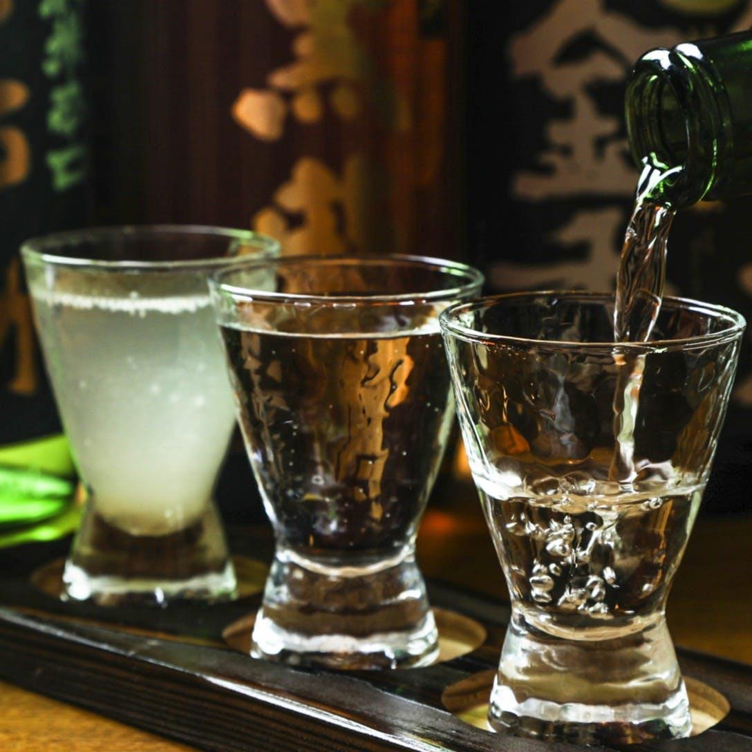 約50種類の地酒や焼酎など、種類豊富にご用意