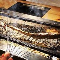 新鮮魚介を炭火焼きやお造りで