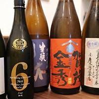 厳選した日本酒を日本酒用にオーダーした手作りおちょこととっくりでお愉しみください