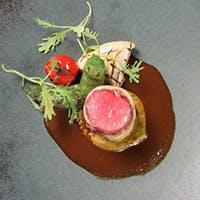 彩り美しいフランス料理とワインのマリアージュをお楽しみください