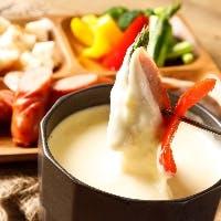熱々とろ~り濃厚な味わいのクアトロチーズフォンデュ