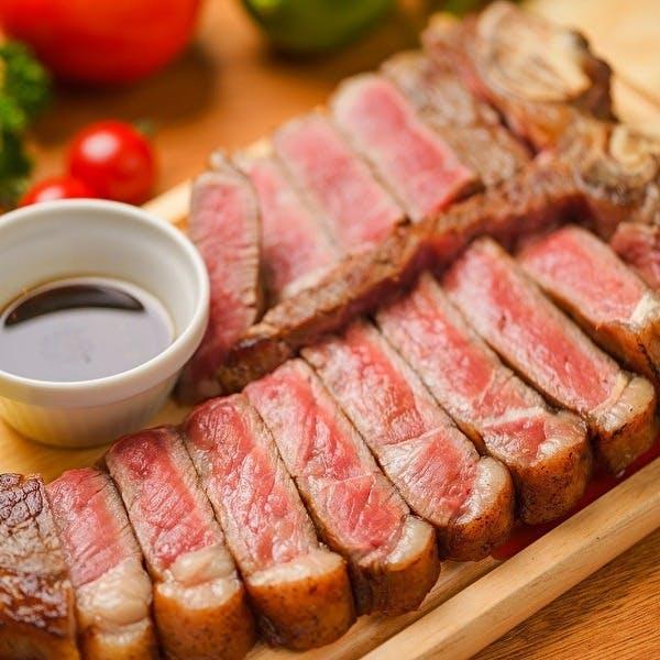 素材にこだわった肉料理とタパス、グラスワインは常時10種以上
