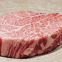 北海道 日高特産の昆布を食べて育った黒毛和牛「こぶ黒」