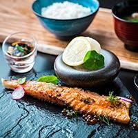 """道産の魚介類を""""握り""""や""""炙り焼き""""で頂く炙りバル"""