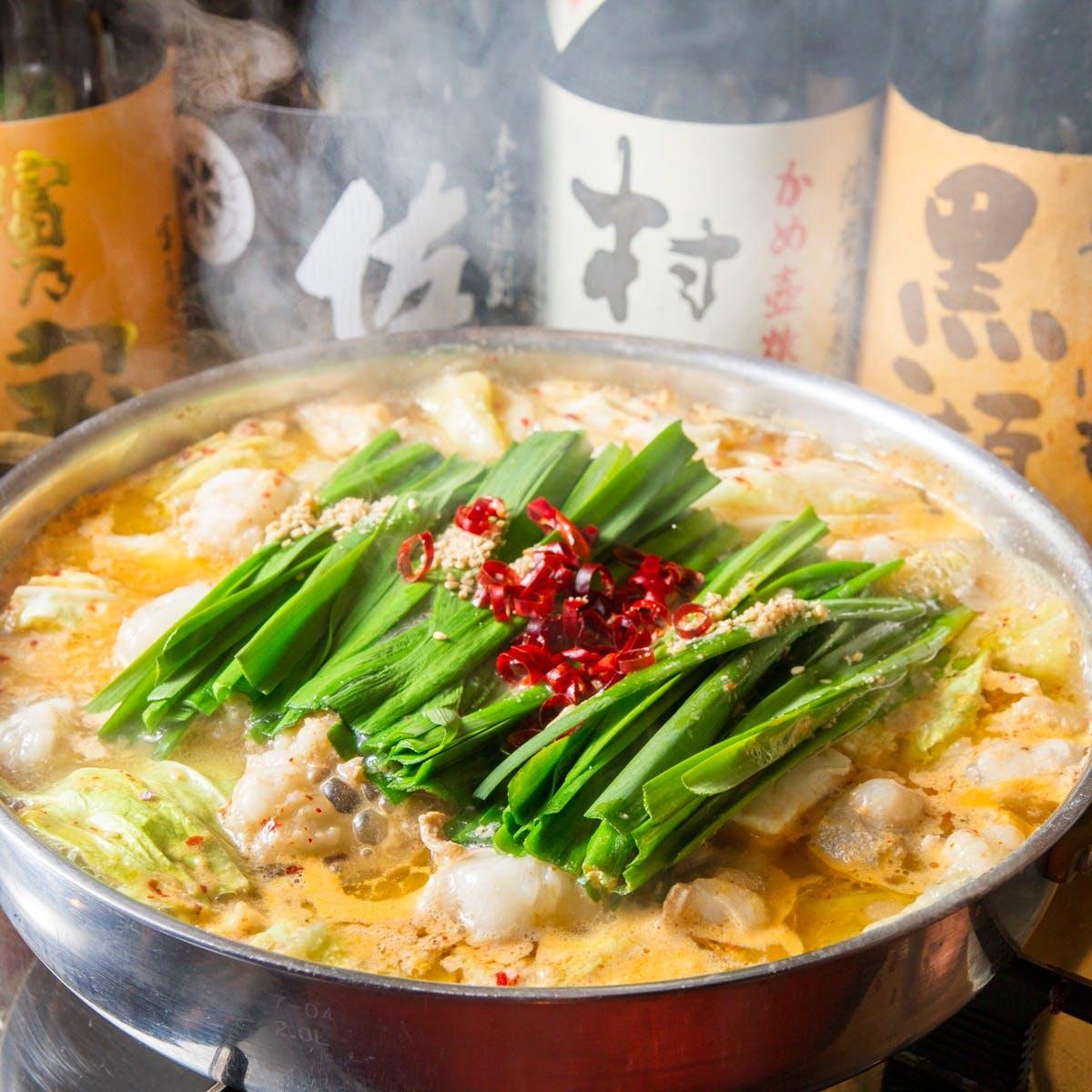 """鹿児島県産もつを使用した人気の""""もつ鍋""""や、馬刺しなどの九州料理を西麻布にて。"""