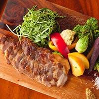 自慢のシェフが腕をふるう人気のお肉料理をご堪能