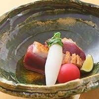 新鮮な旬の食材を散りばめた、五感喜ぶ逸品の数々