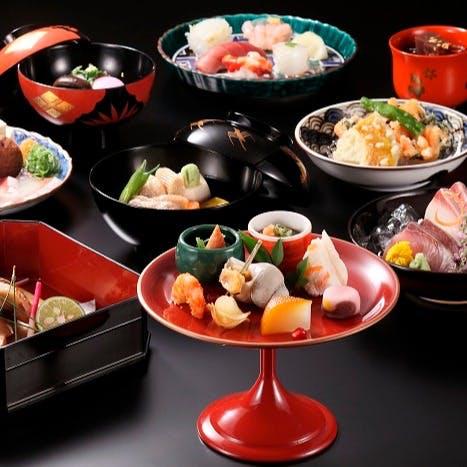 日本料理の伝統に加賀料理を取り入れた「金沢らしさ」を感じて頂けます