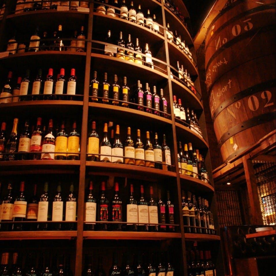 世界各国のワインが、常時200種類以上ご用意