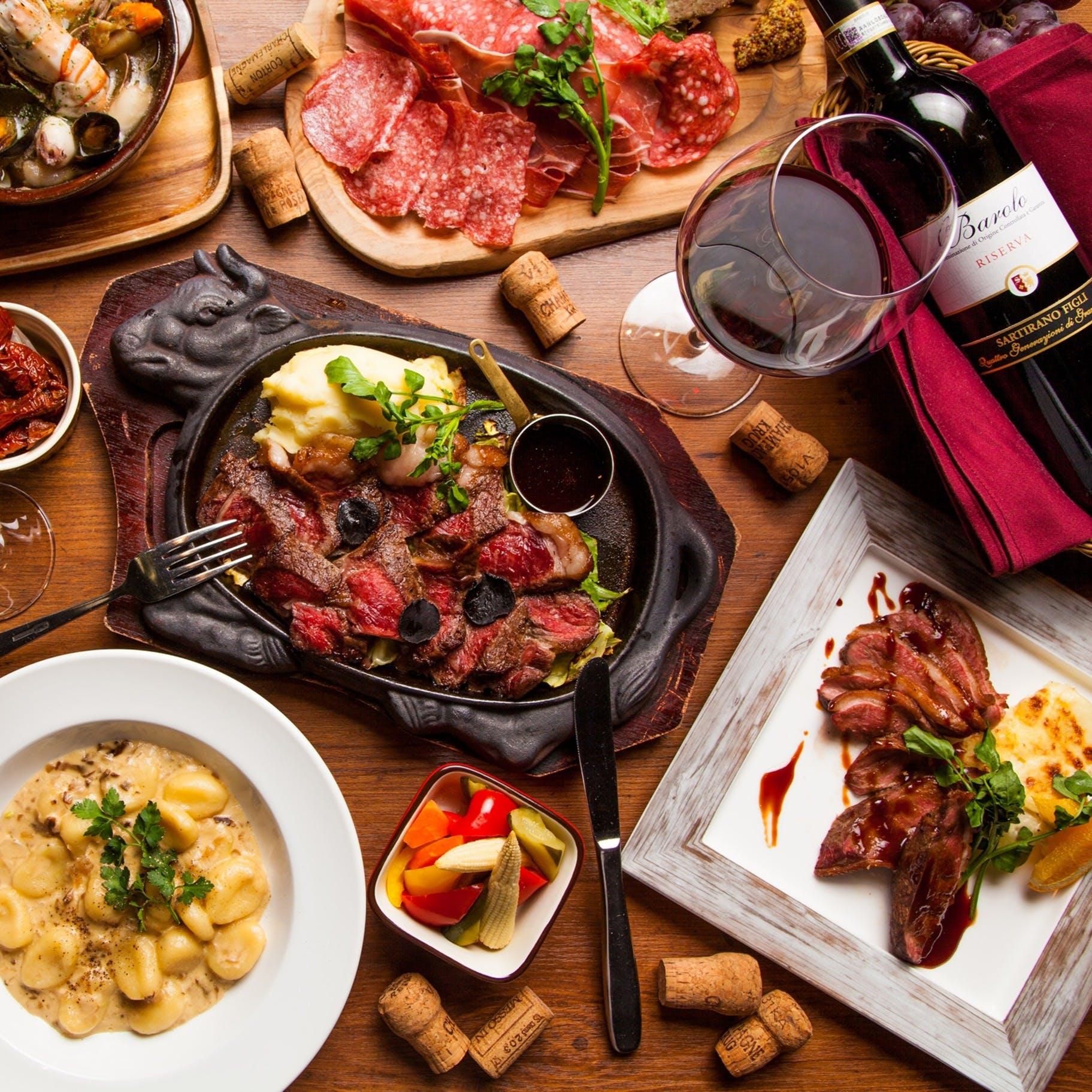 豪快な肉料理にはワインがぴったり