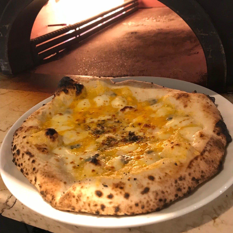 石窯で焼き上げる絶品ピザをご堪能