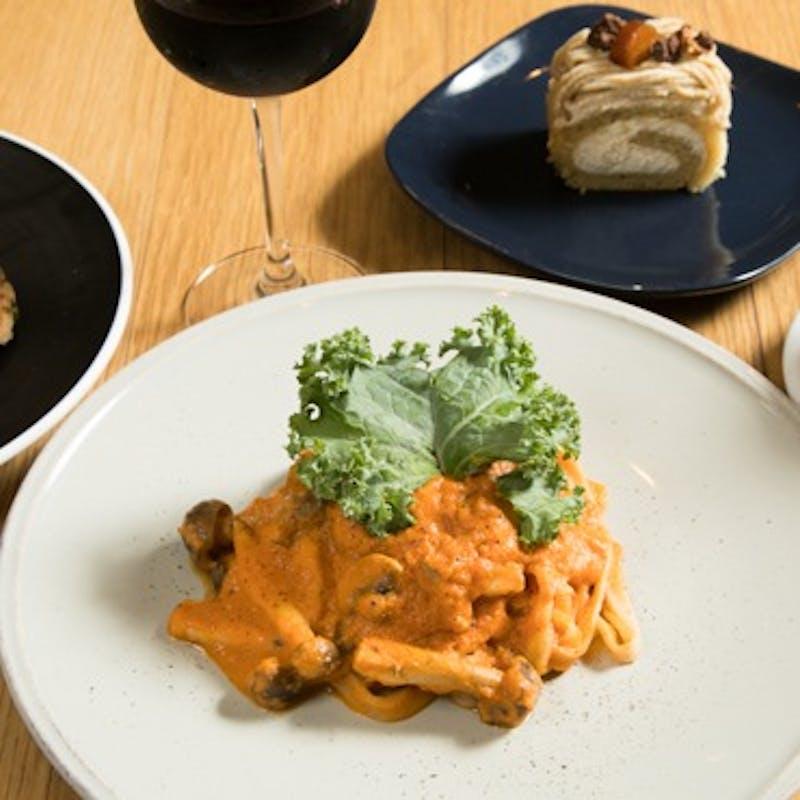 【プリフィクスコース】選べる前菜3種、メイン、マクロビデザート+乾杯スパークリング+カフェフリー