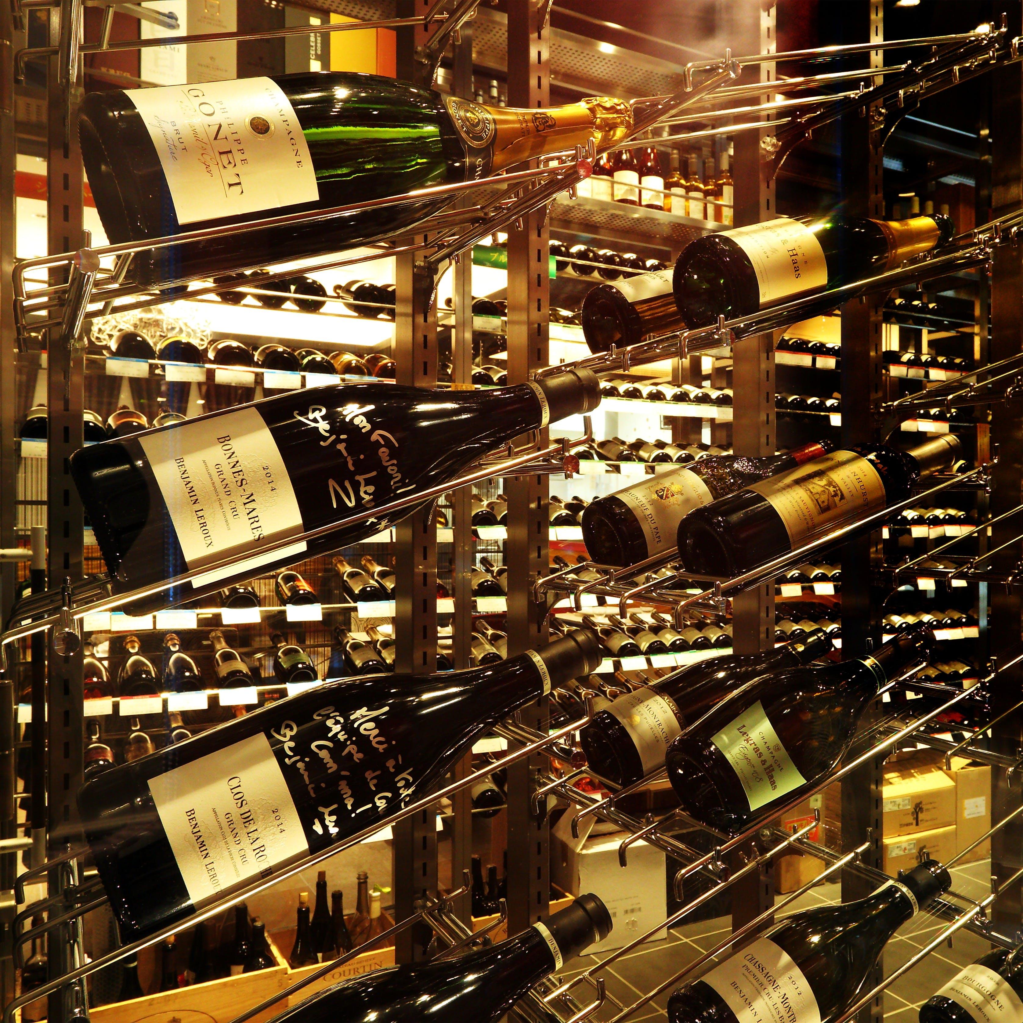 徹底管理された高品質の価値あるワインを約400種類ご用意