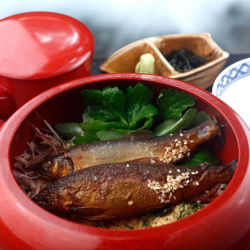 【鮎 会席】名物料理「鮎の笹焼き」と「鮎のひつまぶし」がついた川床会席(川床席確約)