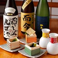 【おさけと】オーナー・ソムリエの山口直樹が自ら厳選した日本各地の銘酒を集める