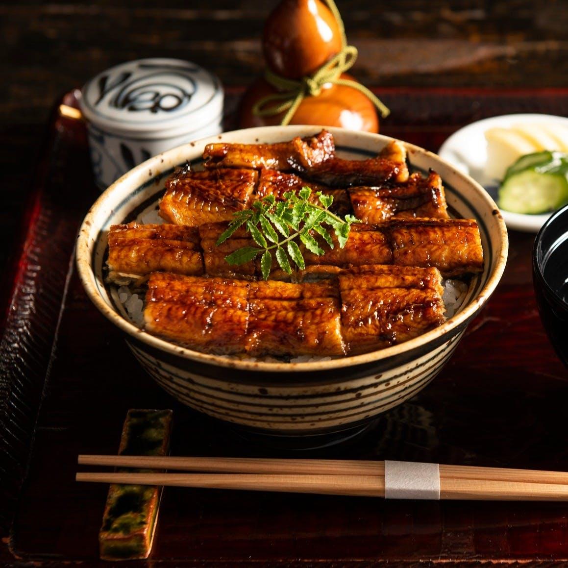 高知四万十川をはじめ、鹿児島、愛知、静岡など日本各地でその時期の旬な国産鰻を使用