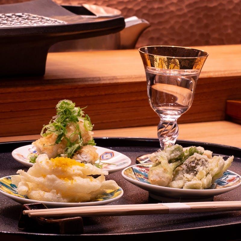 【山吹】大車海老、雲丹磯辺巻、季節の和遊び天婦羅、選べる食事を含む満足の全7品