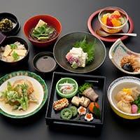 四季感じる料理の数々と厳選された京の地酒