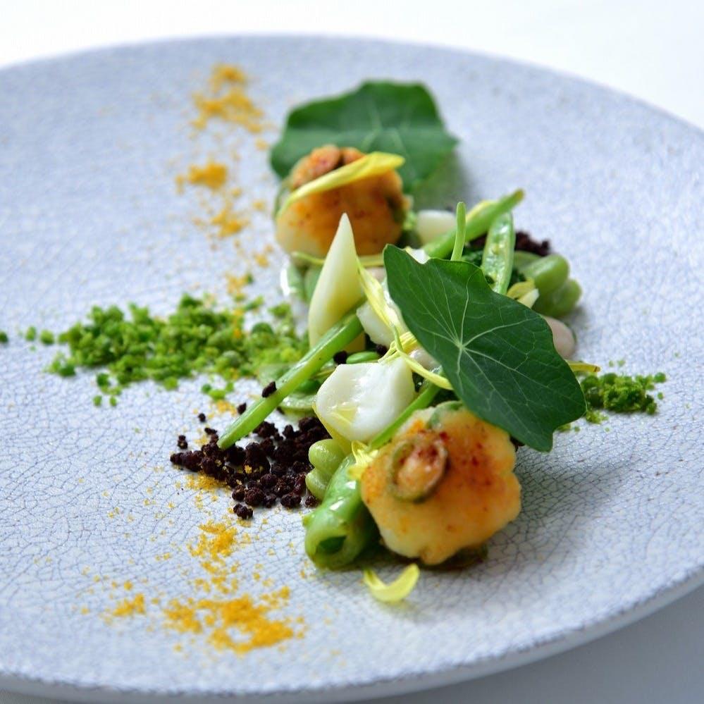 食材の組み合わせが生む意外性、五感で堪能するフュージョン料理