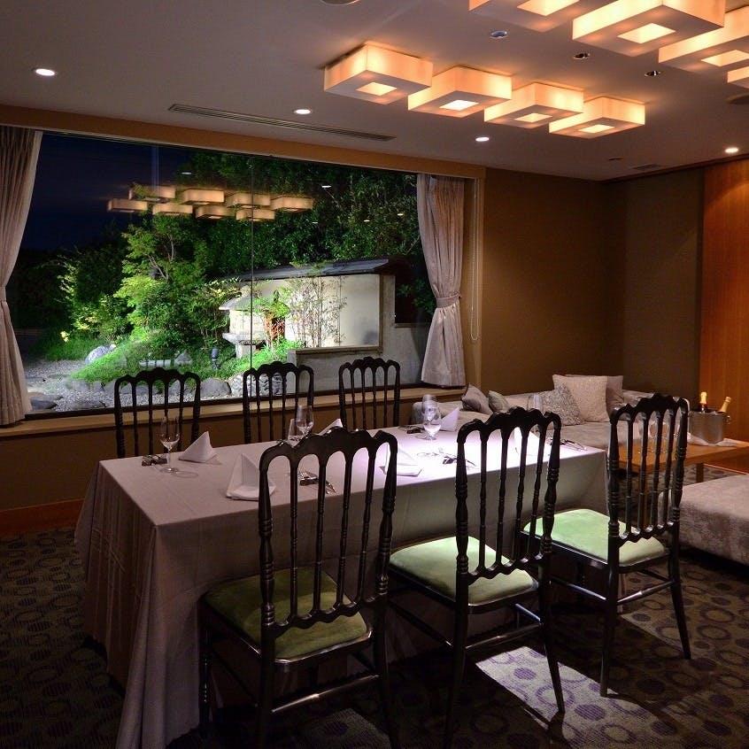 接待・記念日に相応しい庭園を眺めるVIP個室