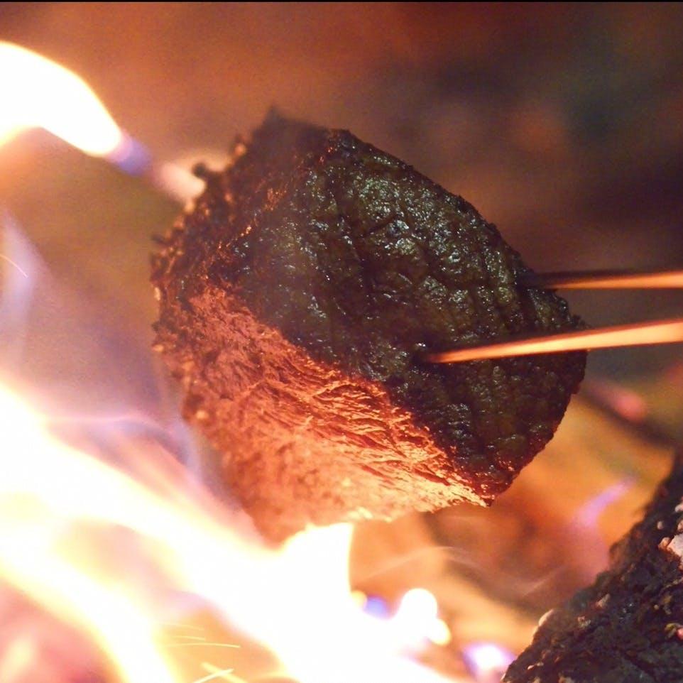 大阪では珍しい薪火で焼く和牛ステーキ×イタリアンをご堪能