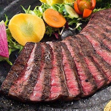 独自の調理法で燻す塊肉