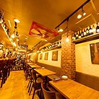 世界各国のワインが所狭しと並べられた雰囲気たっぷりの空間