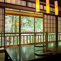 美食と共に、季節の景色も味わえる贅沢空間
