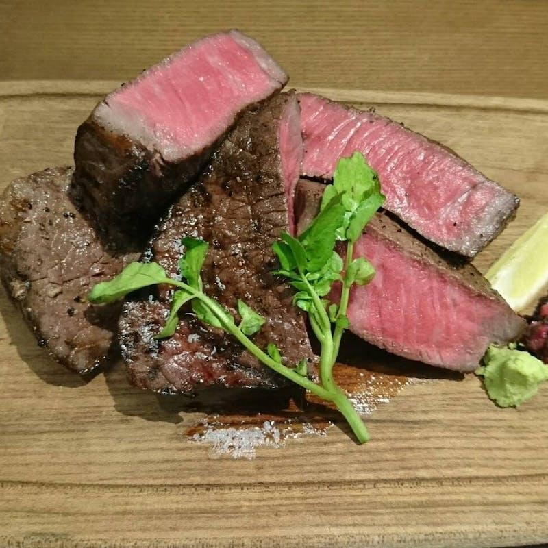 【選べる肉ランチセット】サラダ、ライス付+スパークリング含む選べる1ドリンク
