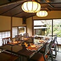 敷地内に点在する日本建築の多彩な個室