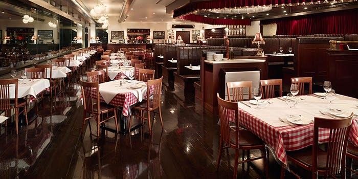 記念日におすすめのレストラン・MANGIA MANGIA 横浜ランドマークタワー店の写真1