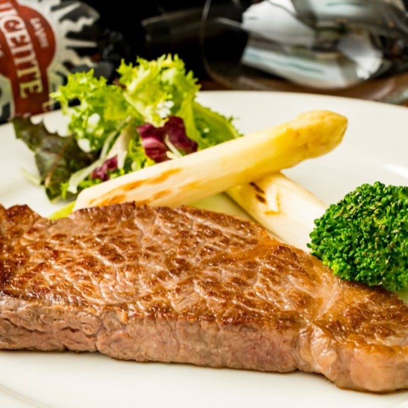 【鉄板ランチコース 全5品】前菜盛合せ、阿波黒毛和牛ステーキ、デザートなど(1日限定2組)