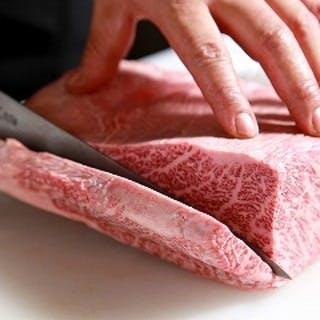 塊肉をテーブルにお持ちします!
