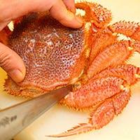 豊富な蟹味噌と上品な甘みを持つ厳選の毛蟹を