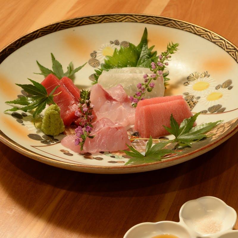 【旬を味わうコース】季節のお造り、炊合せ、焼き物、〆の手打ち蕎麦など 全9品(個室選択可)