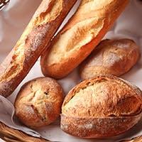 本格フランスパン×豊富なワインに舌鼓