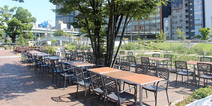 """記念日におすすめのレストラン・""""R"""" RIVERSIDE GRILL & BEER GARDENの写真1"""