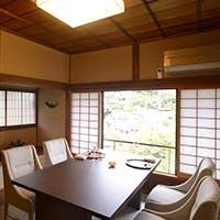 昭和の美を表現した季節の設えとともに、心底くつろげる至福のプライベート空間