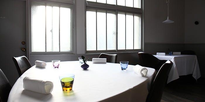 記念日におすすめのレストラン・Installation Table ENSO L'asymetrie du calmeの写真2