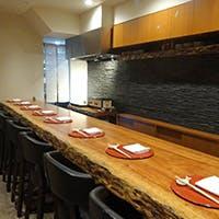 個室も完備された上質な空間で美食の世界へ