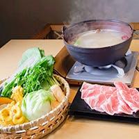 コラーゲンたっぷりの秘伝のスープで味わう薬膳鍋