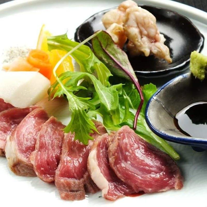 羊の肉刺し、ロースステーキ、肉寿司など