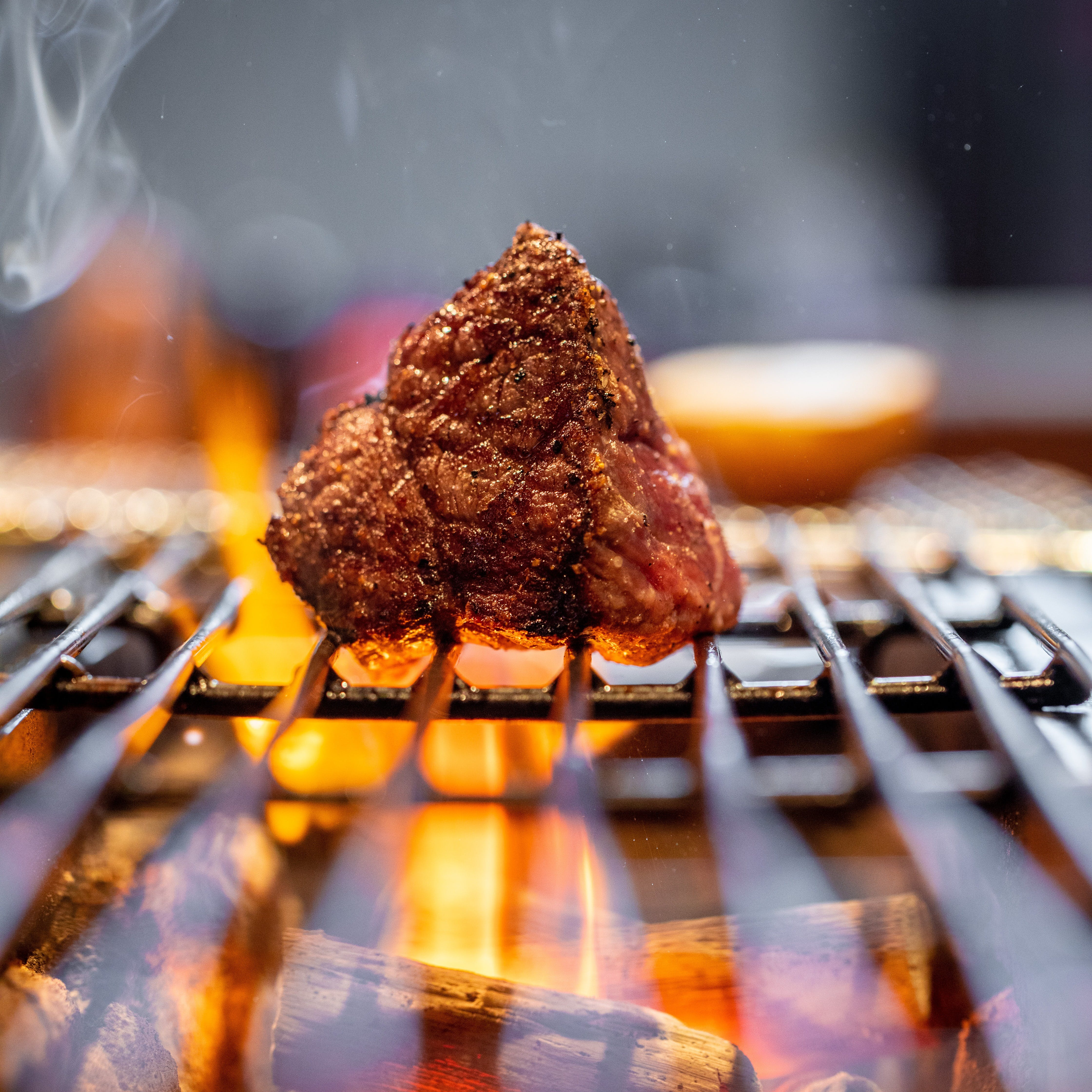 神戸牛ランプを塊りのまま紀州備長炭で香ばしく焼き上げる