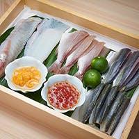 素材は北海道と福岡を厳選し、産地直送のお寿司をお届けいたします