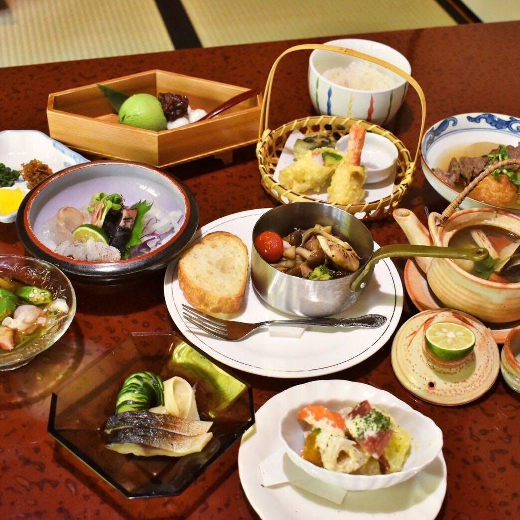 京都ならではの料理も含む豊富なメニュー